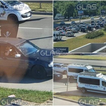Черно-бели знамена и песни! Хиляди фенове на Локо Пловдив пристигнаха в София СНИМКИ