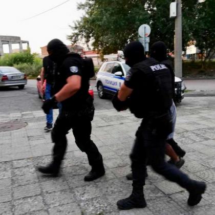 Акция и в Бургас - извършват се арести!