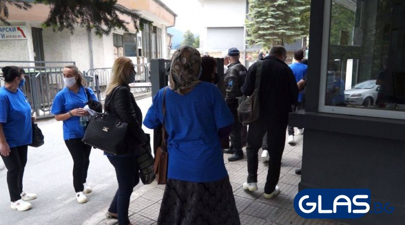 Сложиха под карантина шивачките от Кричим, кметът с изявление