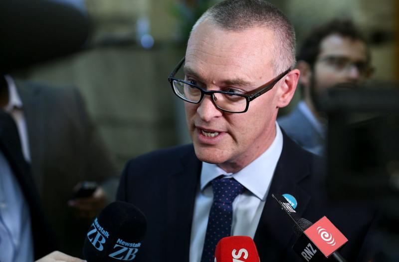 Здравен министър подаде оставка - допуснал грешки