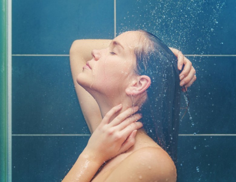 Какво ще стане с тялото ви, ако се къпете със студена вода?