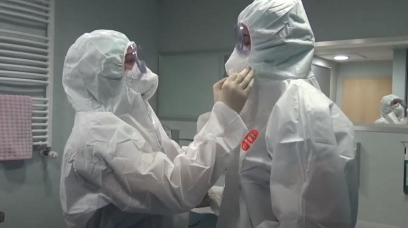 Съседи в шаш! Медици със защитни облекла изнесоха труп в Бургас!