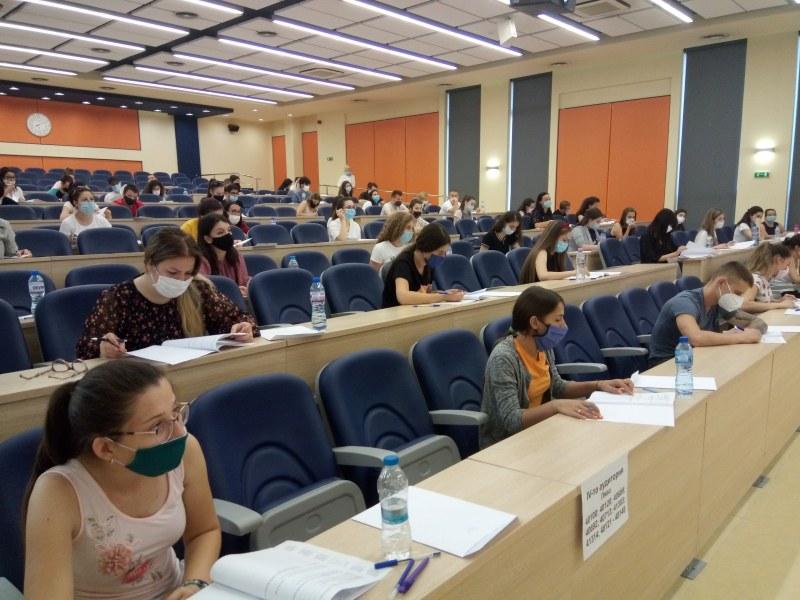 Успешен старт на кандидатстудентските изпити в МУ-Пловдив СНИМКИ