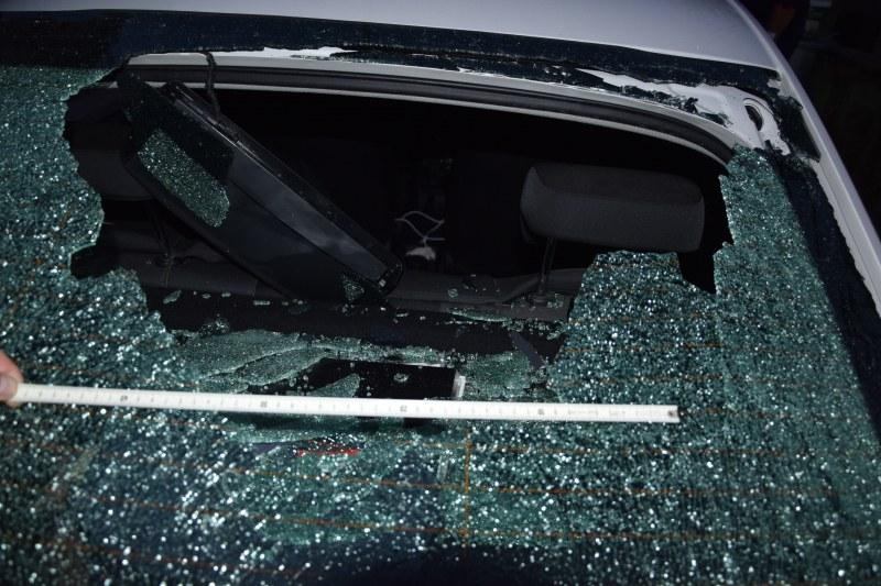 20-годишен потроши полицейска кола в Пазарджишко! СНИМКИ