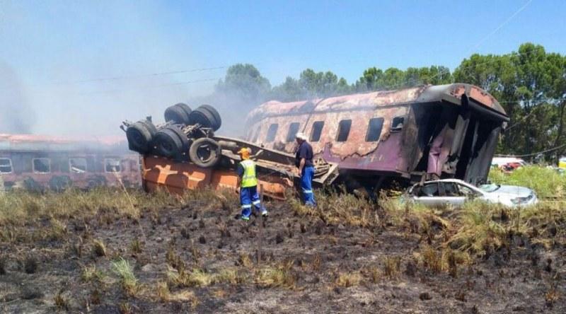 Два влака се блъснаха! Има загинали и ранени