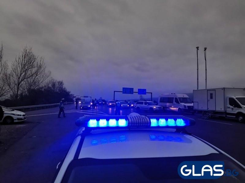 Млад моторист загина след удар в ограда