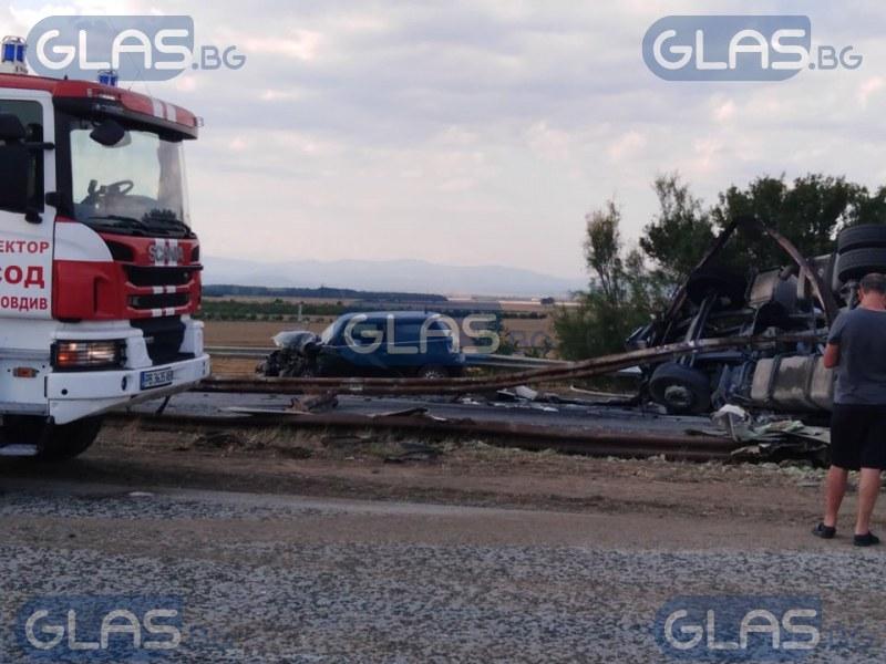 Касапница с 5 коли и тир край Пловдив, линейки са там СНИМКИ
