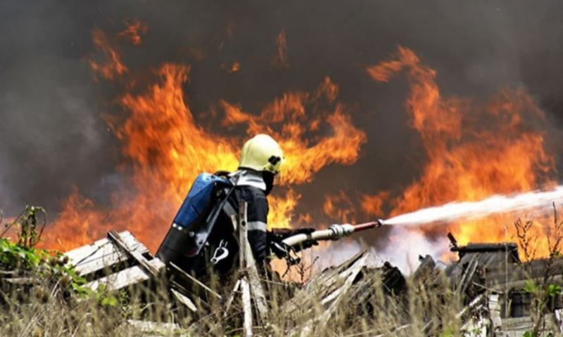 Два пожара горяха край Кричим и Хисаря, унищожени са посеви