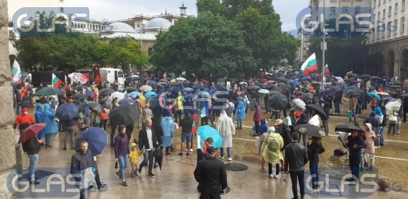 Ден 10: Дъжд и протестиращи пред Министерски съвет СНИМКИ
