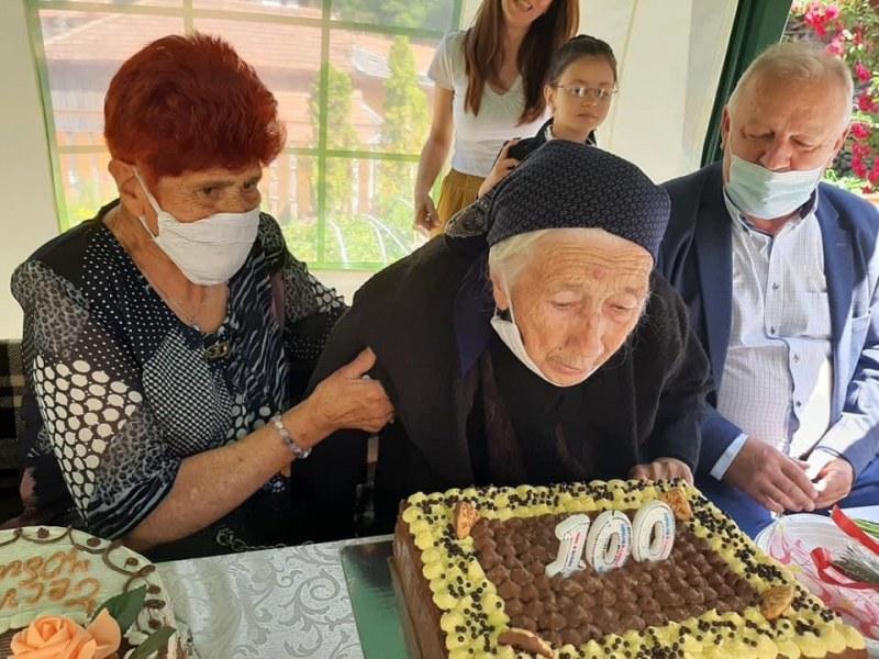Баба Шина стана на 100! Каква е рецептата за дълголетие?