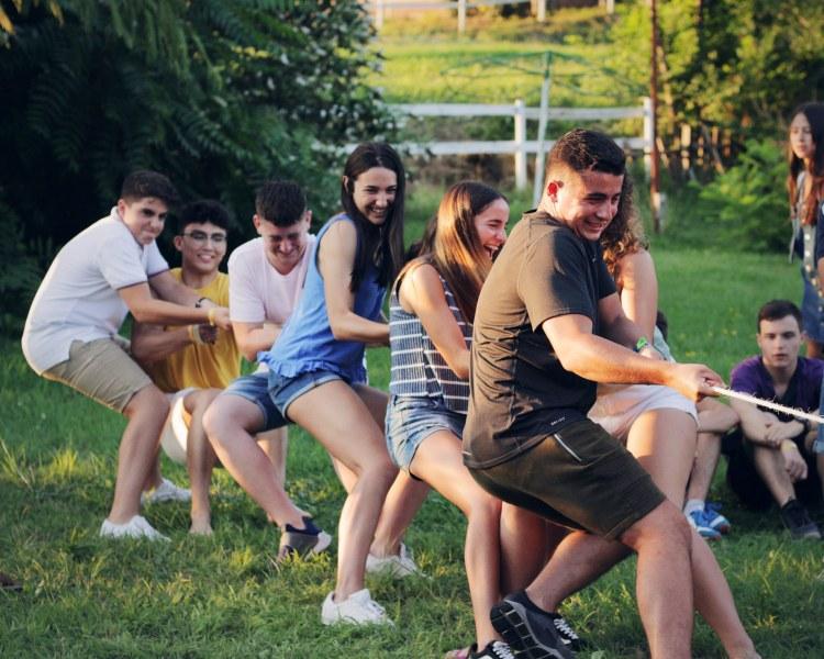 260 деца се заразиха с коронавирус на летен лагер! А училището наближава...