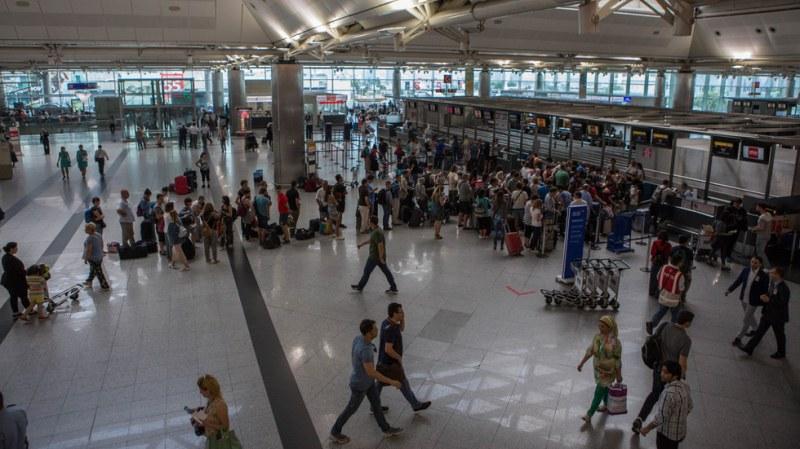 Европейска държава отваря летището си за самолети от България! Но...