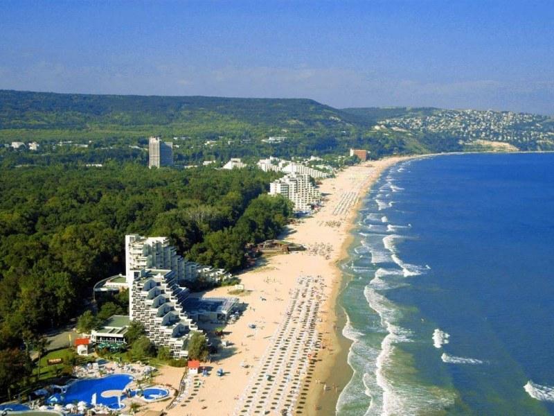 Морска мода: Уикенд плаж! Какво търси и наема българинът?