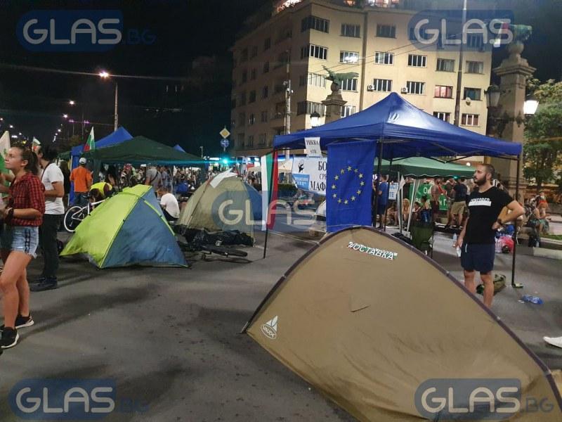 Опитаха се да запалят палатка от блокадата на