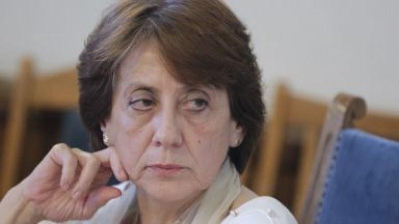 Оперираха ръката на екс премиерката Ренета Инджова