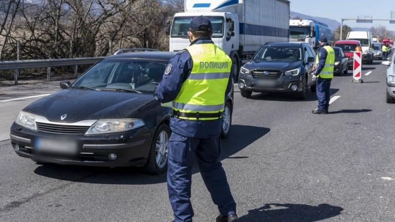 МВР: Блокиран е участък от магистрала