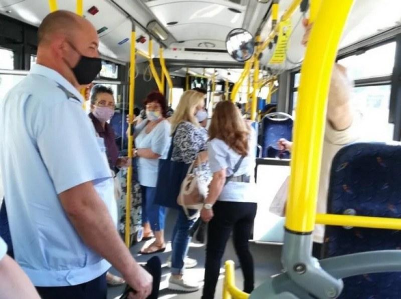 Защо трябва да носим маска в автобуса?