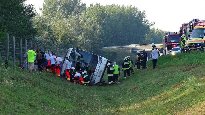 Автобус с туристи от България – в канавка в Унгария. Има жертва и ранени