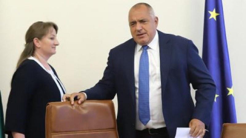 Борисов искаше да подаде оставка, но не му позволиха