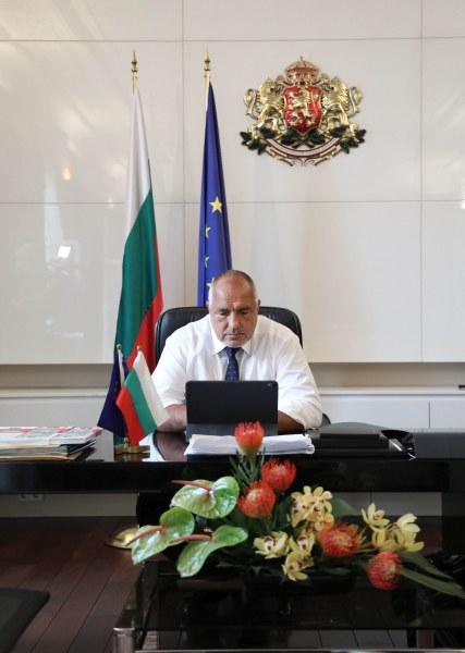 Борисов разпореди МВР да не пипа блокадите в София