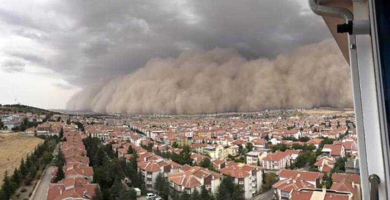Рядък кошмар в Турция! Пясъчна буря удари до столицата, има ранени  СНИМКИ