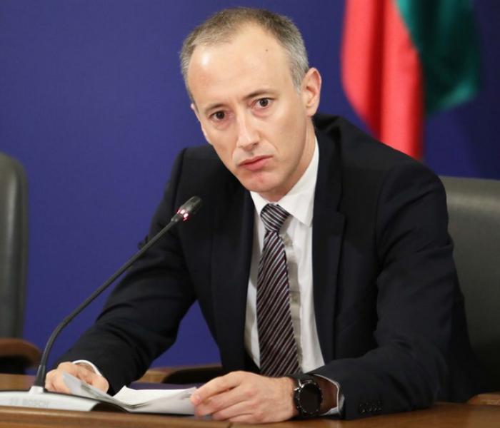 Министър Вълчев каза дали ще се затварят училища у нас от октомври!