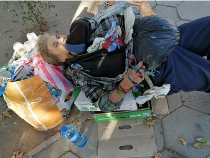 Бивша учителка живее на пазара. Пловдивчани питат: Кой може да ѝ помогне?