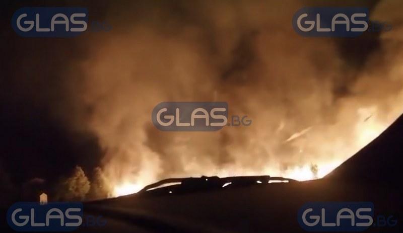 Голям пожар избухна между Карлово и Пловдив ВИДЕО