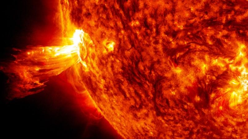 Най-мощната магнитна буря през 2020 г. удря Земята!