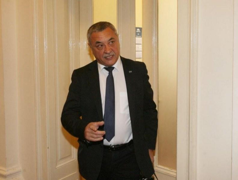 Симеонов без съмнения: Безсмислена е оставката 6 месеца преди избори!