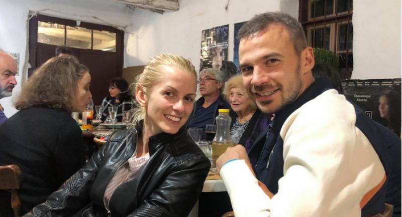 Ивайло Захариев падна на колене на сцената и предложи брак на новата си любима СНИМКИ