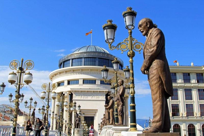 Скопие изрева: Бетонираната ни идентичност се разпука пред българските апетити!