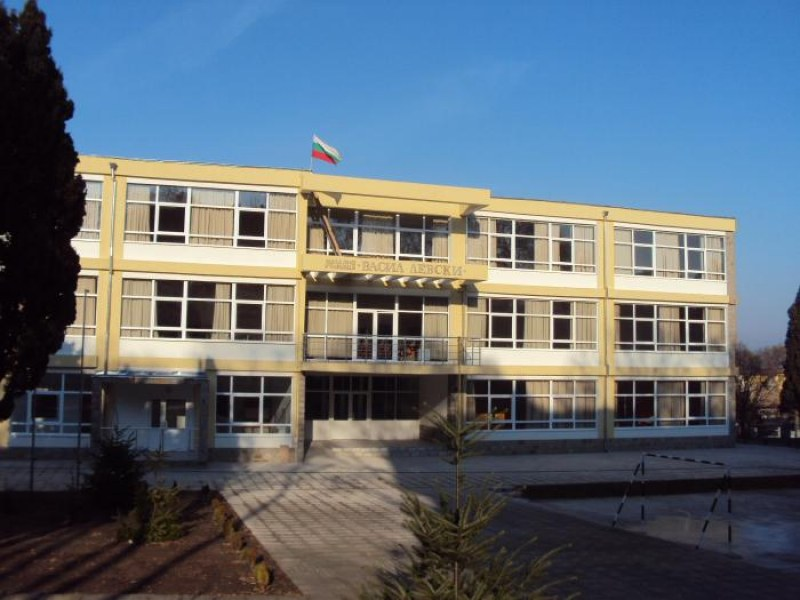 Уж нямаше да затварят, пък... Училище във Варна хлопна кепенците
