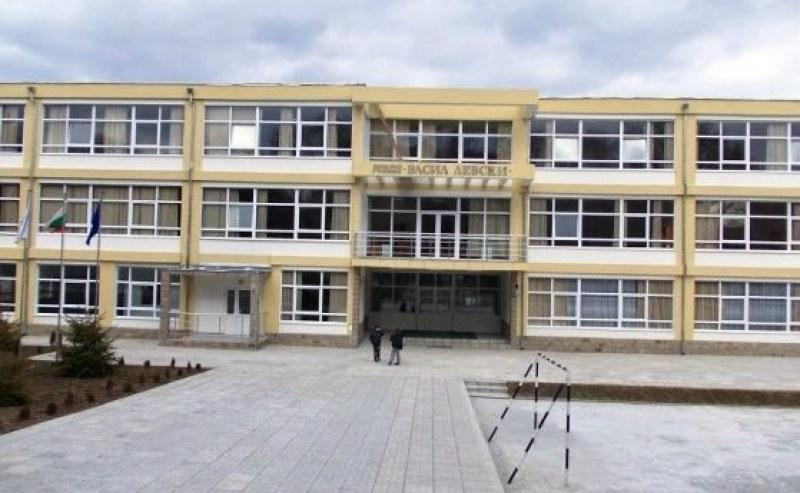 Ясно е кога и как затварят училища. 7000 учители на тест за COVID антитела