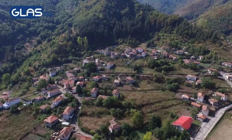 Селото на родните милионери се намира в... Пловдивско СНИМКИ