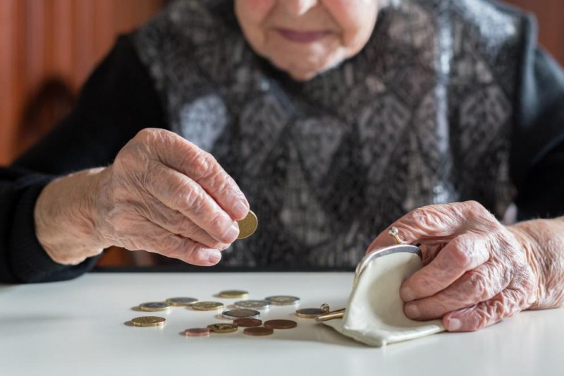 Втората пенсия – провал! Парите падат… От умрял писмо ли чакаме?