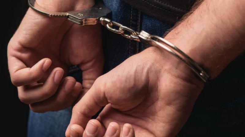 24-годишна избесня – ритна полицай при спор в ресторант!