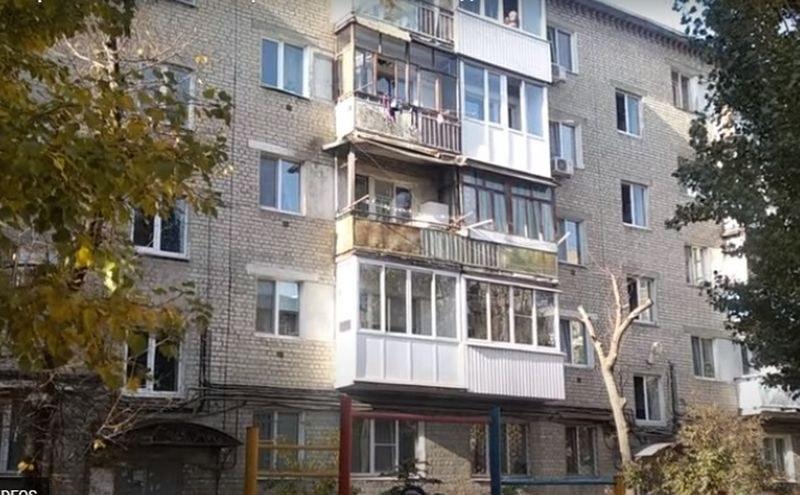 Майка изхвърли децата си през прозореца ВИДЕО