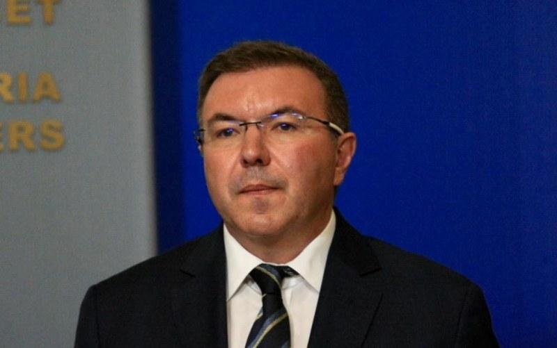 Министър Ангелов каза ще затварят ли училища в