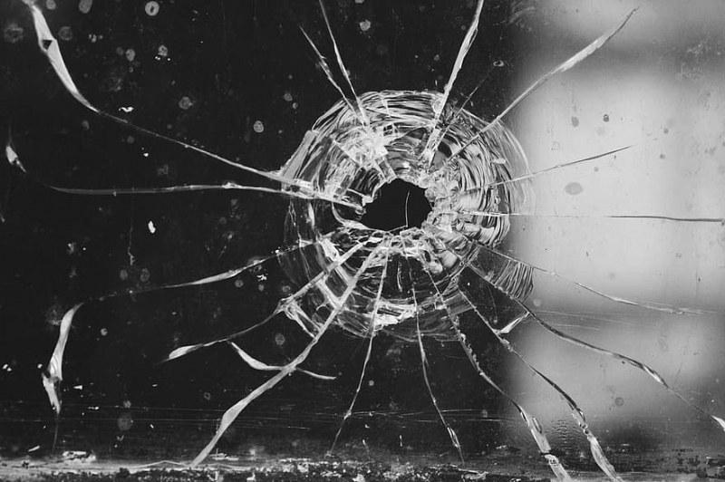 Стрелба по движеща се кола в Стара Загора! Вътре - баща и дъщеря