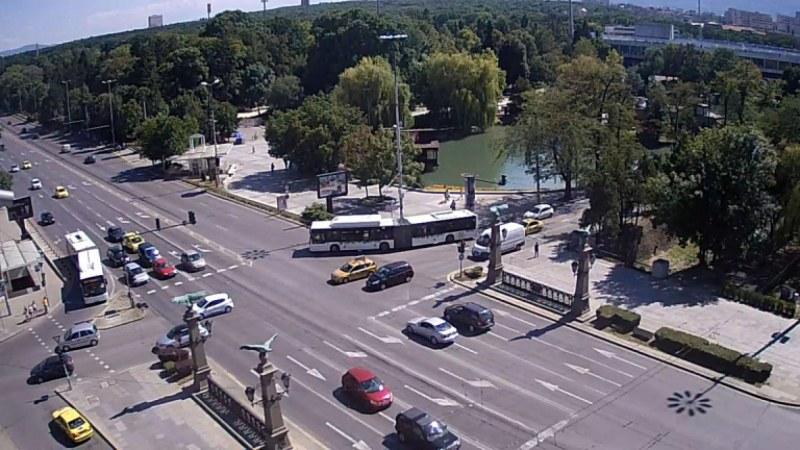 Няма мърдане в София: Камерите снимат и чатещите в колите шофьори!
