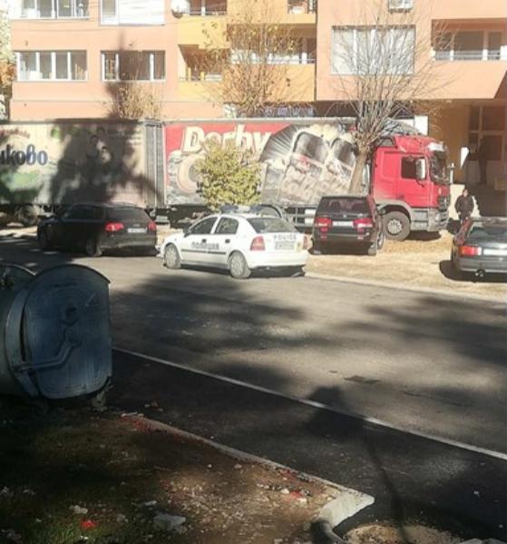 Трагедия! Тираджия блъсна 4 коли и издъхна в наш град!