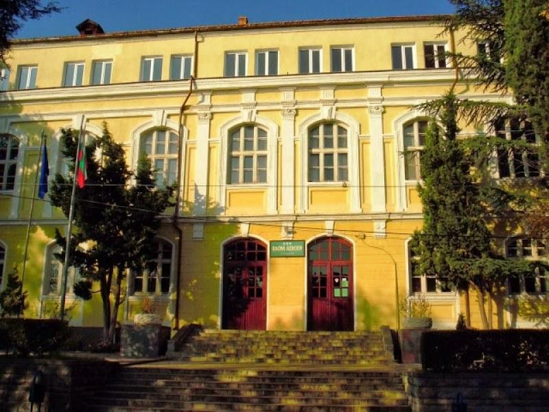 Издъхна дългогодишна учителка от Карлово