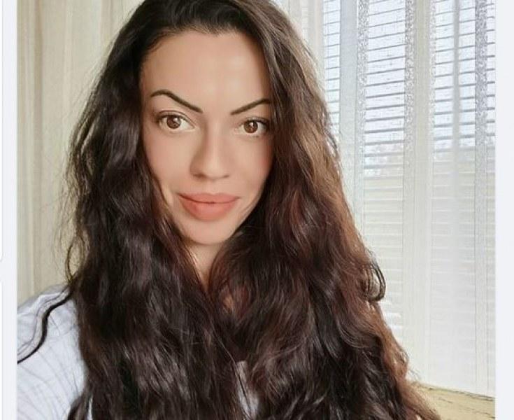 Дъщерята на Наско Сираков се размечта за морето и свали дрехите СНИМКА