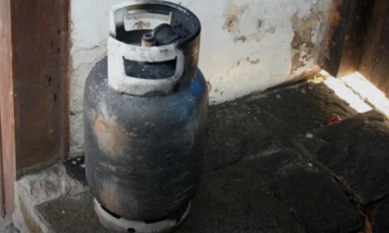 Мъж заплаши да взриви газова бутилка в дома си!