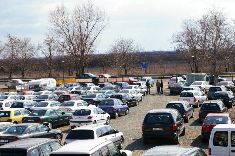 Пандемията подлуди автопазара: Скъпи коли втора ръка, е-мобилите – мираж!