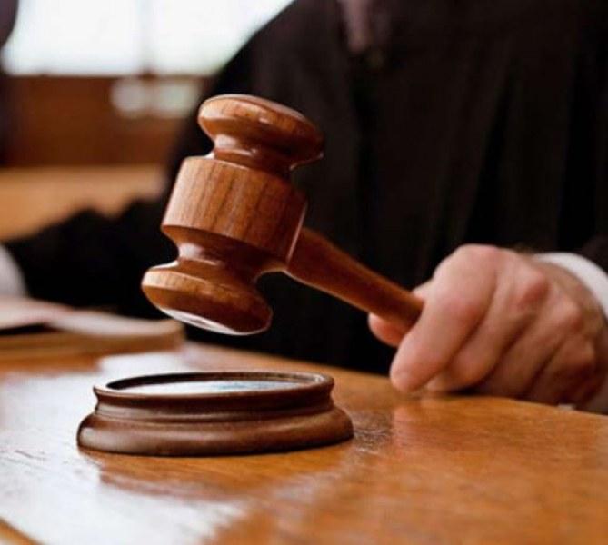 17 години затвор за учителката, държала мъжа си под ключ