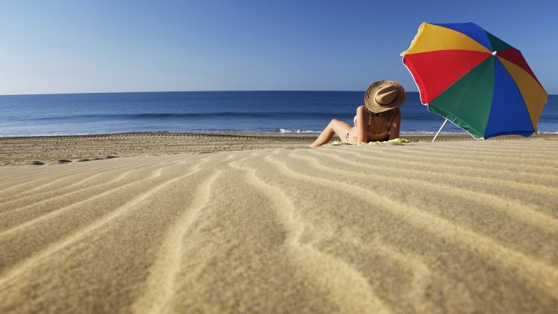 Лято на плажа с неизвестни: Какви ще са цените на хотелите, на храната?