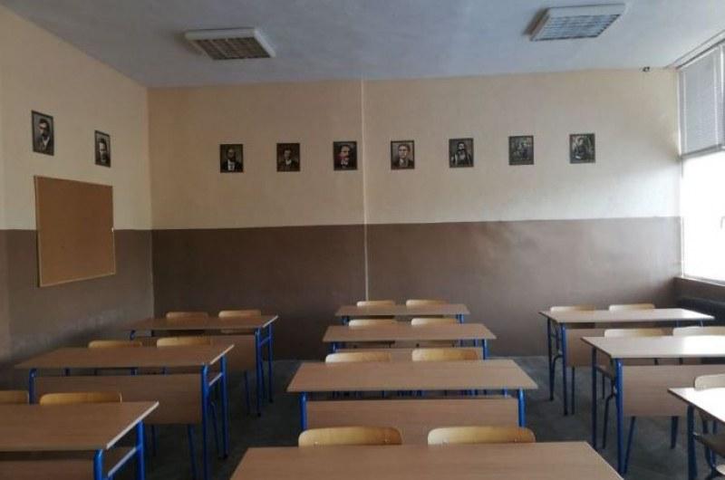 Ротациите на МОН: Един-единствен клас остава онлайн от понеделник