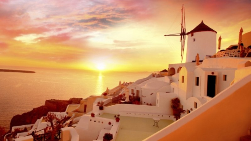 Гръцкият остров, където изпращат залеза с аплодисменти всеки ден